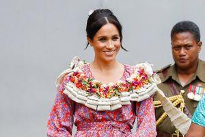 Công nương Meghan Markle diện váy hoa rực rỡ, khoe bụng bầu 3 tháng