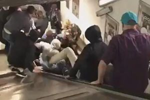 Kinh hoàng sự cố thang cuốn khiến nhiều người lao xuống và ngã đè lên nhau