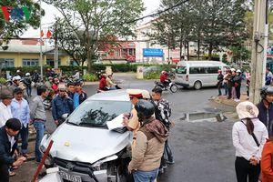 Đà Lạt: Ô tô con gây tai nạn liên hoàn khiến 4 người nhập viện