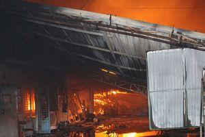 Cháy, nổ lớn xưởng gỗ hàng ngàn mét vuông ở Đồng Nai