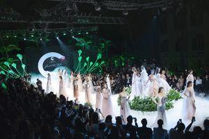 Ngắm BST váy cưới lấy cảm hứng từ hoa trong Calla Show 2018