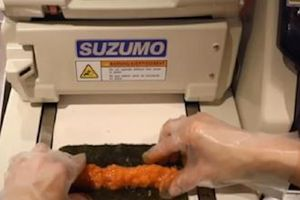 Máy cuốn 400 cuộn sushi chỉ trong 1 giờ