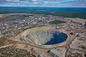 Khám phá mỏ kim cương khổng lồ như 'hố thiên thạch' ở Siberia