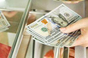Vụ đổi 100 USD bị phạt 90 triệu đồng: Luật không sát thực tế