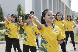 Sinh viên phản đối, tranh cãi về nội quy 'phải mặc áo có cổ, không nhuộm tóc nhiều màu' ?