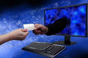 Ai bán thông tin khách hàng?