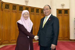 Thủ tướng Nguyễn Xuân Phúc mời Thủ tướng Malaysia Mahathir sớm thăm Việt Nam