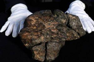 Tạc tượng từ thiên thạch 14 tỷ: Tượng nhỏ, rất khó làm