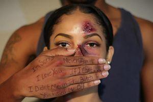 Bạo lực gia đình: Ám ảnh kinh hoàng của phụ nữ khắp thế giới