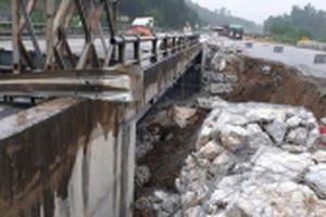 Phân luồng giao thông sửa đường tạm cao tốc Nội Bài - Lào Cai