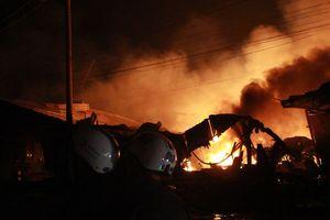 Nổ và cháy dữ dội trong đêm ở TP Biên Hòa