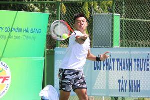Thắng nhanh đồng đội Linh Giang, Hoàng Nam vào tứ kết quần vợt nhà nghề Tây Ninh
