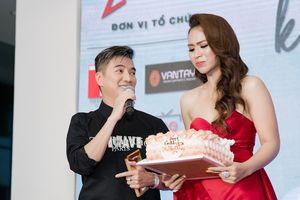 Trương Diễm bật khóc khi được sư phụ Đàm Vĩnh Hưng bất ngờ tổ chức sinh nhật
