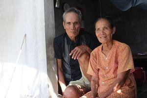 Vợ chồng lão nông Rú Chá tự nguyện làm 'kiểm lâm' giữ rừng