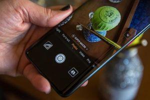 Tổng thống Trump được khuyên nên thay iPhone bằng Huawei để tránh nghe lén