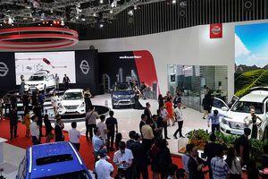 Nissan Việt Nam giữ chân khách tham quan bằng những mẫu xe gì?