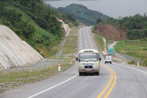 VEC phân luồng km136+108 cao tốc Nội Bài - Lào Cai để sửa chữa