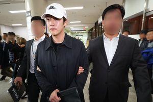 Bạn trai Goo Hara ăn mặc sành điệu, hợp thời trang khi bị bắt