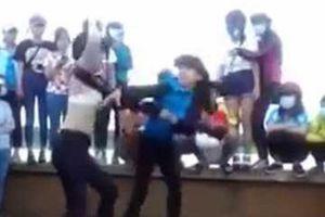 Ngăn bạn ẩu đả, nữ sinh lớp 10 bị đâm trọng thương