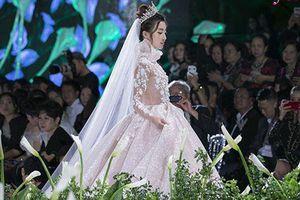Hoa hậu Đỗ Mỹ Linh bật mí mối quan hệ với NTK Phương Linh và Calla Bridal