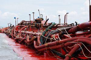 Bắt giữ 4 sà lan khai thác cát trái phép trên vùng biển Cần Giờ