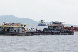 Bộ đội Biên phòng bắt quả tang 4 tàu hút cát trộm trên biển