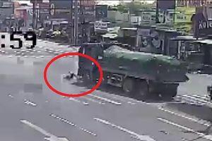 Clip: Xe ben lao bạt mạng, tông văng 2 học sinh ở Đồng Nai