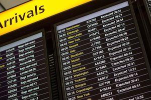 Báo động tình trạng trễ, hủy chuyến bay trên khắp châu Âu