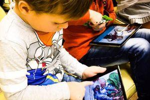 Trẻ tiếp xúc điện thoại, iPad sớm sẽ ảnh hưởng khả năng ngôn ngữ