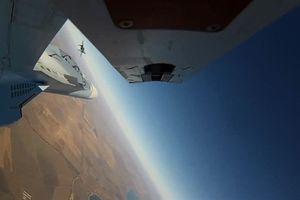 Pha lắc mình tránh tên lửa mẫu mực của Su-35