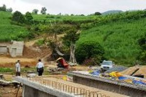 Cầu dân sinh giúp dân miền núi vượt lũ