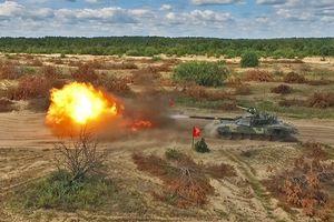 Cận cảnh siêu tăng T-72AMT phi nước đại, bắn pháo dữ dội