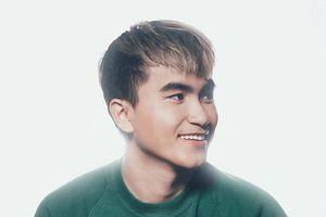Chàng trai thiết kế hơn 100 poster cho nghệ sĩ Việt