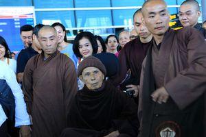 Thiền sư Thích Nhất Hạnh về Việt Nam với thần sắc rất tốt