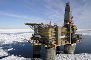 Giá dầu tăng mạnh khi OPEC quyết định giảm sản lượng