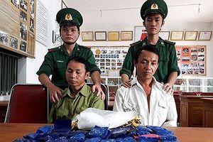Bắt hai đối tượng mang theo 6.800 viên ma túy tổng hợp