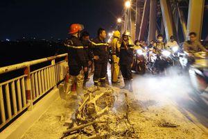 TIN TỨC 26/10: Xe máy bốc cháy trên cầu Chương Dương