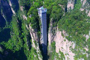 Cận cảnh thang máy ngoài trời bên vách đá cao nhất thế giới
