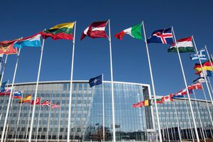 Các nước thành viên NATO kêu gọi Mỹ không rút khỏi INF