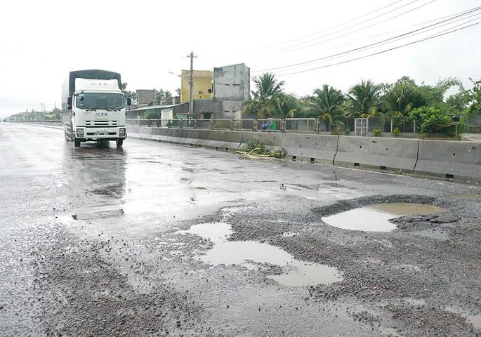 Chậm sửa đường hư hỏng, BOT Bắc Bình Định bị dừng thu phí