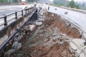 Tạm dừng lưu thông qua cầu Ngòi Thủ trên cao tốc Nội Bài-Lào Cai