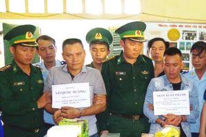 Hà Tĩnh: Bắt 2 đối tượng vận chuyển ma túy từ Lào về Việt nam