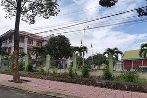 Trưởng Ban Tổ chức Huyện ủy bị tố lấy bằng của chú để thăng quan