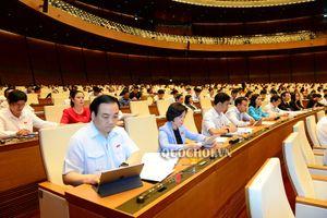 Sáng nay (26/10), Quốc hội thảo luận tại Hội trường về các vấn đề kinh tế- xã hội