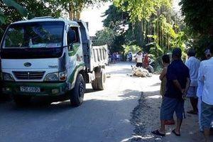 Xe tải tông xe máy cùng chiều, một cô giáo tử vong