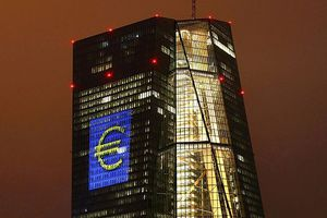 ECB giữ nguyên lãi suất đồng Euro ở mức thấp, 'khai tử' gói QE