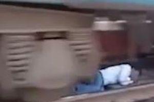 Pha thoát thân dưới gầm tàu hỏa như phim hành động