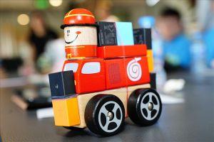 Học sinh tự thiết kế đồ chơi thông minh