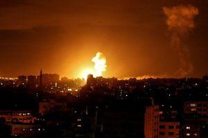 'Thất kinh' với 39 quả tên lửa nã ồ ạt, Israel khai hỏa 'diệt gọn' trăm mục tiêu ở Gaza