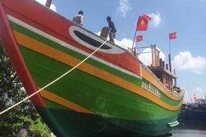 Đà Nẵng: Một ngư dân 30 tuổi hạ thủy đôi tàu 9 tỷ bằng tiền tự có